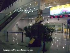naia 3 - ninoy statue