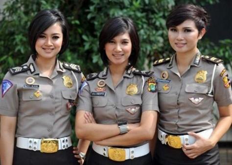 mga babaeng pulis ng indonesia
